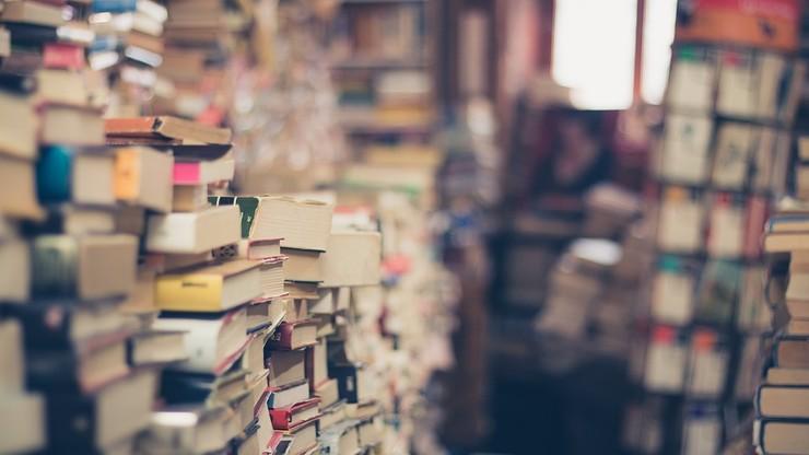 Wychowawcy w aresztach: więźniowie chętniej czytają niż osoby na wolności