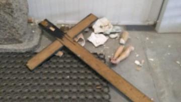 Nieznany sprawca zniszczył krucyfiks w kaplicy w Płońsku. Sprawą zajmuje się policja