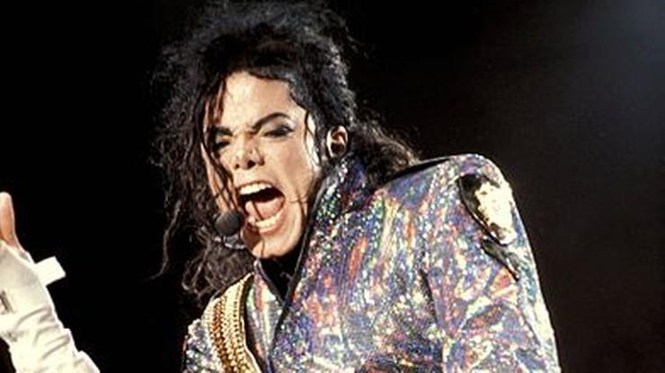 Pomnikiem w kształcie korony fani Michaela Jacksona uczcili 60. rocznicę jego urodzin