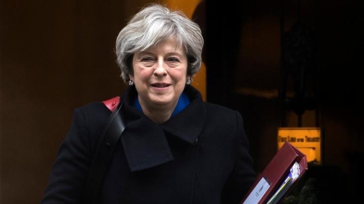 """""""Dyplomatyczny ból głowy"""". Brytyjskie media o wizycie premier May w Polsce"""