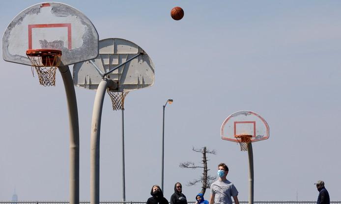 Podczas epidemii nadal da się grać w koszykówkę
