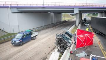 Z wiaduktu na A1 spadło audi. Kierowca zginął na miejscu
