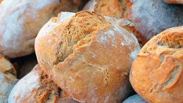 """Codziennie wypiekał chleb i rozdawał go uchodźcom. Nie żyje słynny """"piekarz z Kos"""""""