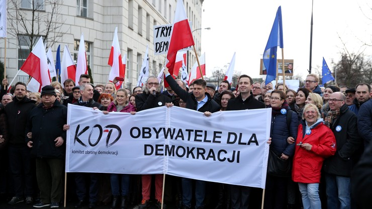 Zobacz jak użytkownicy Twittera komentowali marsz w obronie demokracji