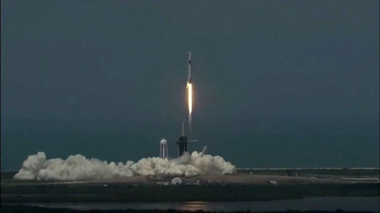 Historyczny lot. Rakieta Muska wyniosła astronautów NASA w kosmos