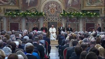 """""""Dedykuję ją Europie"""". Papież odebrał nagrodę Karola Wielkiego"""