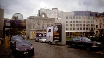 """Billboard """"Death Camps Were Nazi German"""" przed europarlamentem"""