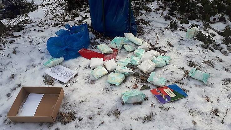 Tysiąc wagonów - tyle śmieci usunięto z lasów w 2017 r. A w śmieciach... dokumenty z nazwiskami