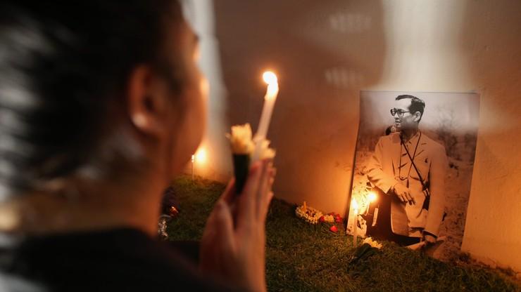 Tajlandia: książę w głębokiej żałobie. Odwleka koronację