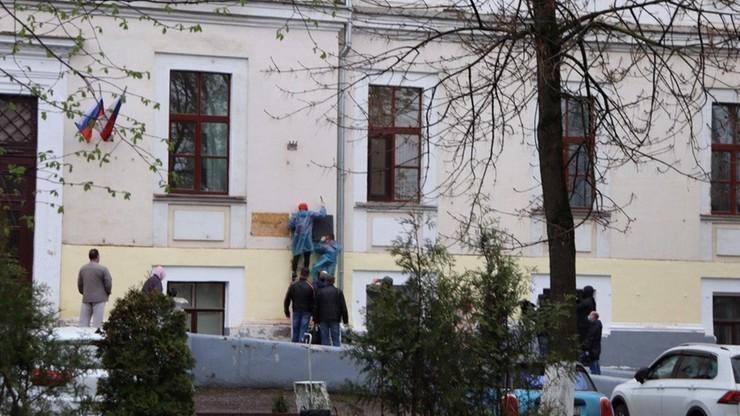 Rosyjski sąd: tablica upamiętniająca więźniów obozu w Ostaszkowie zawisła bezprawnie