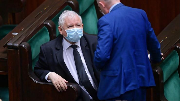 """Kaczyński broni ministra zdrowia. """"To ikona skutecznej walki z koronawirusem"""""""