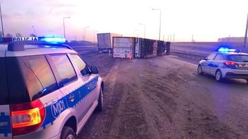 Wypadek na S8. Ciężarówka blokuje dwa pasy ruchu w kierunku Białegostoku