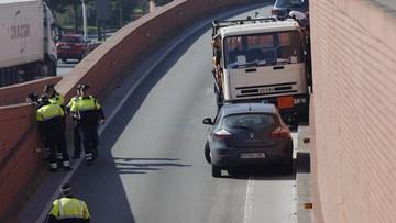 Barcelona: jechał pod prąd ciężarówką z butlami gazowymi