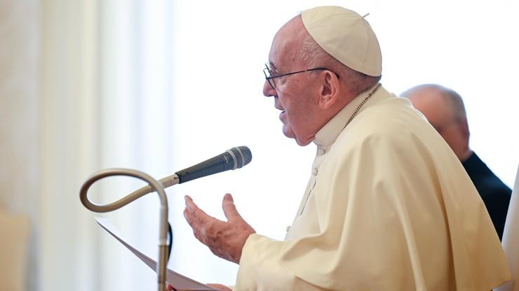 """Papież apeluje o """"solidarność szczepionkową"""". """"Nikt nie uratuje się sam"""""""