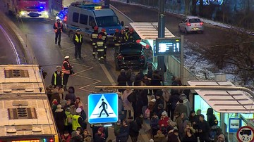 Samochód wjechał w przystanek w Warszawie. Cztery ranne osoby w szpitalu