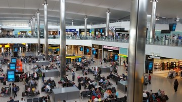 Ponad 100 lotów z Heathrow odwołanych. Utrudnienia z powodu śnieżyc