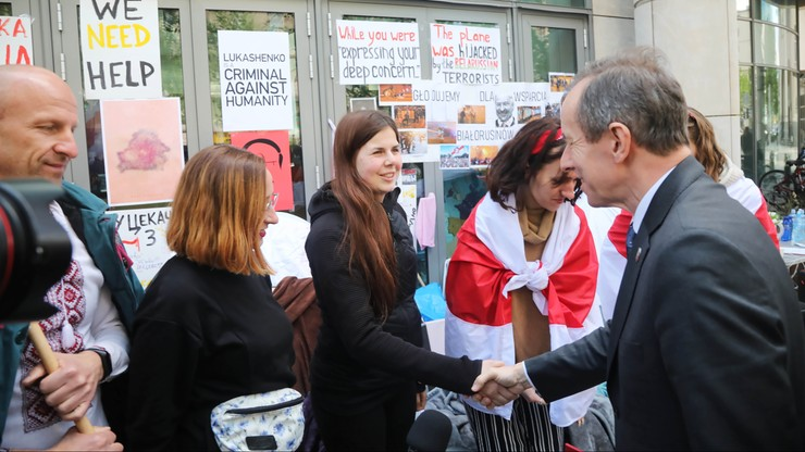 """""""Podziwiam was, że walczycie o wolność"""". Grodzki spotkał się z protestującymi Białorusinami"""