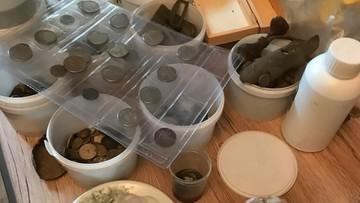 Używając wykrywacza metali znalazł denara sprzed 2 tys. lat i inne monety. Kolekcję skonfiskowano