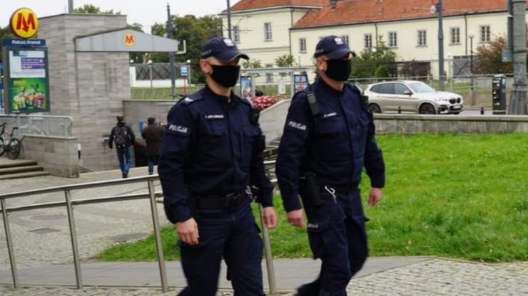 Tysiące mandatów za niezakrywanie ust i nosa. Policja podała szczegółowe dane