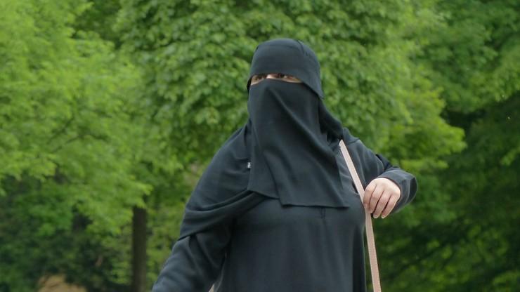 """Zakaz noszenia burek w szkołach w szwedzkim mieście. """"Tu obowiązuje równość"""""""