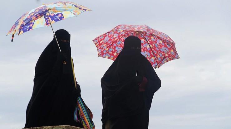 W Lombardii zakazano noszenia burek i nikabów w urzędach