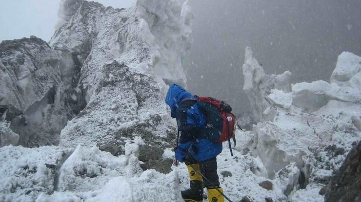 Wyprawa na K2: Bielecki i Urubko kolejną noc spędzą na 7200 m