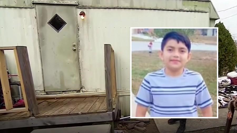 11-letni Cristian Pineda i jego dom. Fot. YouTube / Noticias Telemundo.