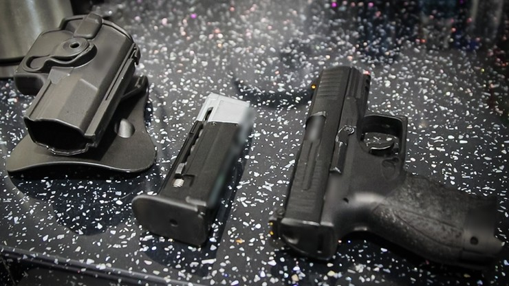 Nielegalny handel bronią. Akcja CBŚP na terenie ośmiu województw