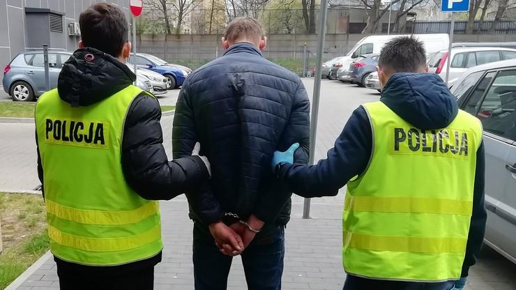 Policjant bronił katowanego człowieka i sam został pobity