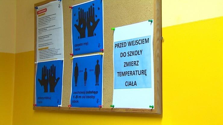 Nie żyją kolejni nauczyciele zakażeni koronawirusem