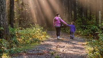 Dzień Matki - polskie mamy są dobrze wykształcone i aktywne zawodowo