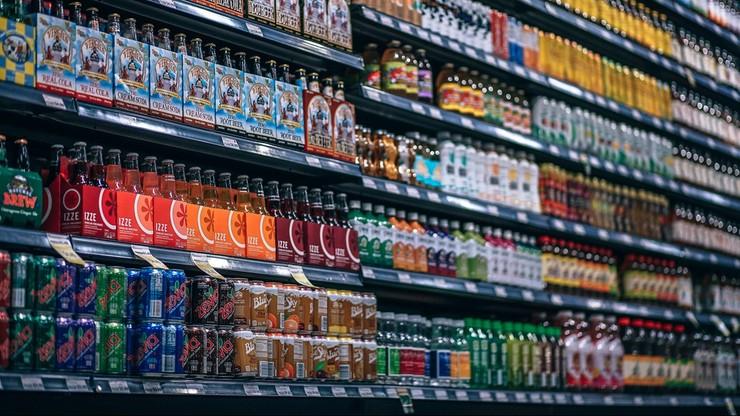 Trucizna w butelkach z napojami. Ktoś ustawił je w supermarketach, wciąż mogą być w sprzedaży