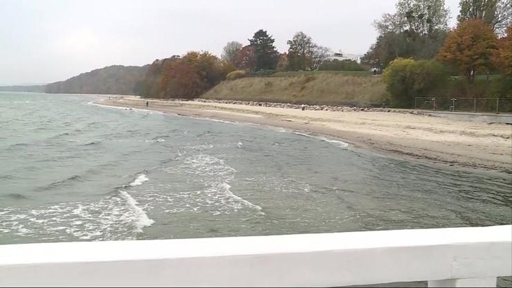 Za 2,5 mln zł poszerzyli plażę w Gdyni-Orłowie. Zabrał ją sztorm