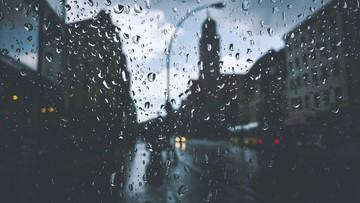 Ulewne deszcze i lokalne podtopienia. Prognoza na poniedziałek