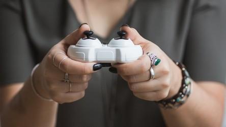 Coraz więcej 50- i 60-latków sięga po gry wideo. Ich liczba szybko rośnie