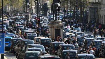 Przeciw Uberowi. Londyńscy taksówkarze zablokowali rząd