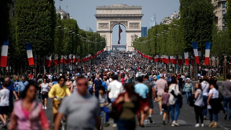 Paryż: Polami Elizejskim zawładnęli piesi