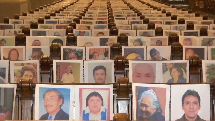 Zamiast wiernych - tysiące fotografii. Arcybiskup odprawił mszę dla ofiar pandemii [WIDEO]