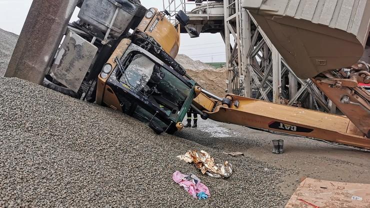 Wypadek koparki w Krakowie. Operator trafił do szpitala