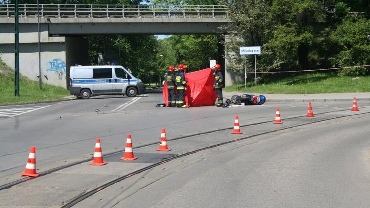 Nie żyje 4-latek, którego ojciec wiózł motocyklem i uderzył w tył auta