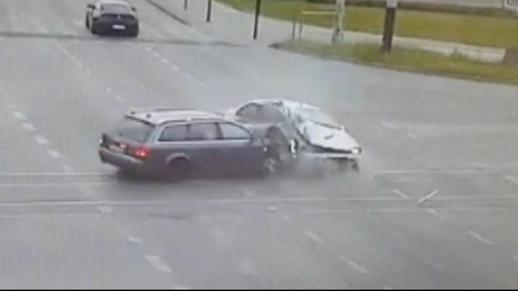 Pijany kierowca staranował auto z 4-osobową rodziną. 17-latka nie żyje
