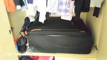 Przed policją schowała się... w walizce