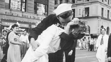 Nie żyje George Mendonsa - marynarz ze słynnego zdjęcia pocałunku