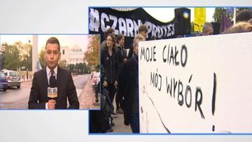 """Manifestacja """"Żarty Się Skończyły"""". Na czarno na Wiejskiej"""