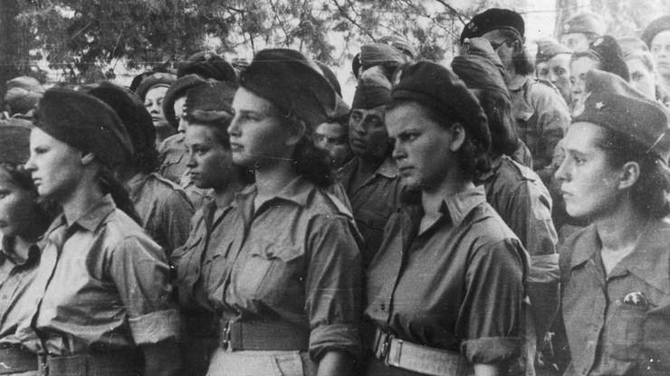 Kobiety, które wstąpiły do Pomocniczej Służby Kobiet, po wyzwoleniu ich z obozów, 1945