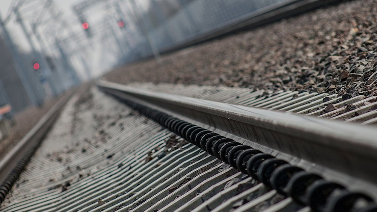 Szczecin: wagony uciekały z jadącego pociągu. Zablokowały przejazdy kolejowe