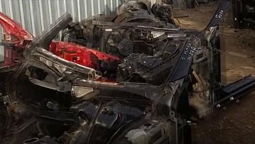 Był w trakcie demontażu kradzionego Audi, kiedy wpadła policja