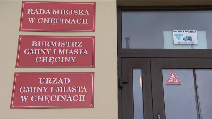 Wtargnął do gabinetu burmistrza Chęcin z nożem. Usłyszał zarzuty