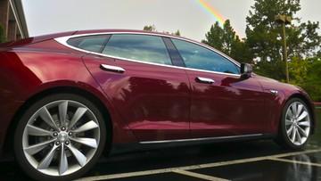 Samochód Tesla sam przyjedzie do ciebie na żądanie. Już w 2018 roku
