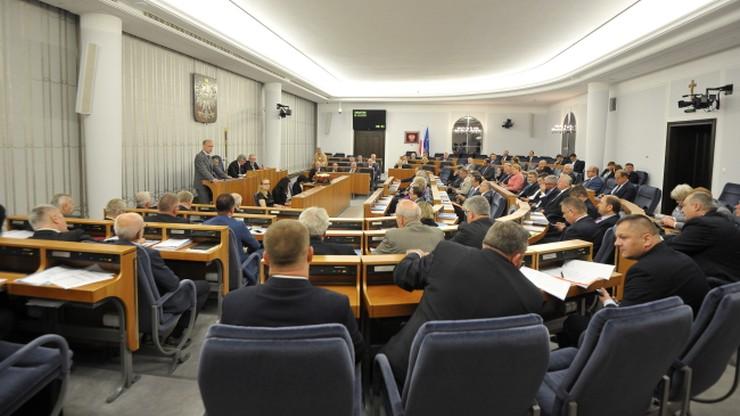 """""""Reformę sądów popiera większa rzesza niż krzyczący w dużych miastach"""". Senacka debata o SN"""